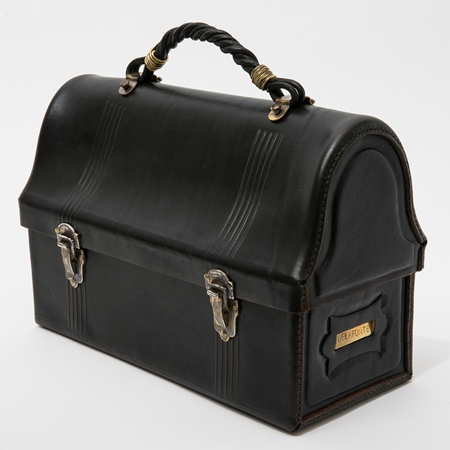 BF-14-045・RAGTIME LEATHER LUNCH BOX(CARVING LINE + TWIST HANDLE)・BLACK(HERMANN OAK LEATHER) 1.jpg
